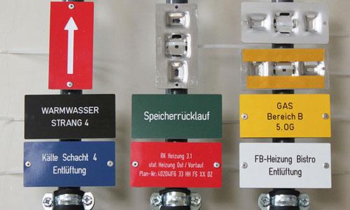 Kennzeichnungsschild sicher und dauerhaft befestigen - Universalbefestigung für Kennzeichnungsschilder bei schilder-gross.de